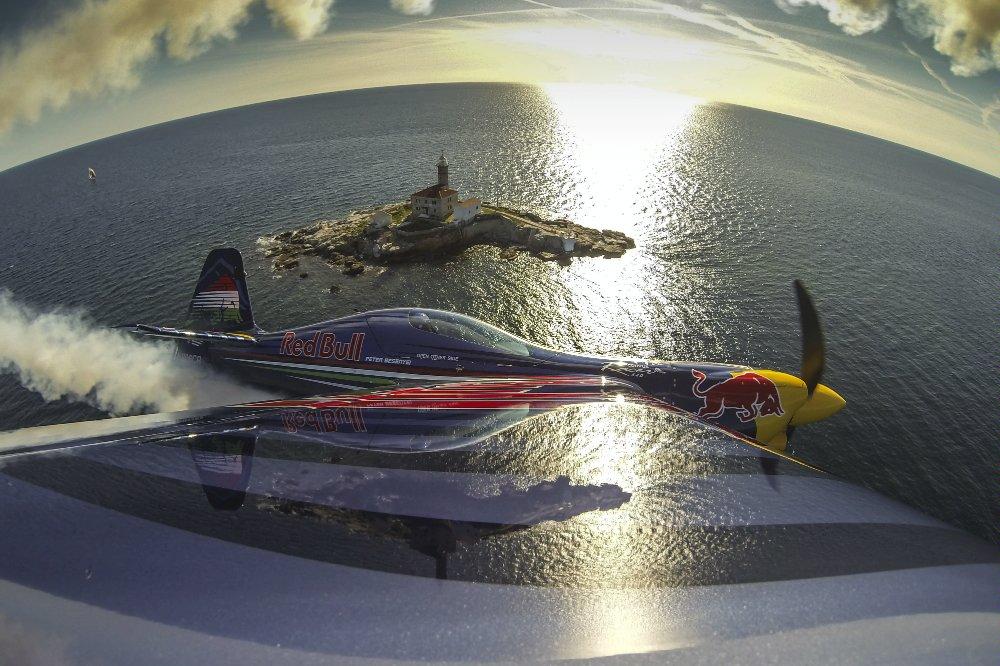 Red Bull Air Race piloti u letu iznad rovinjskog mora